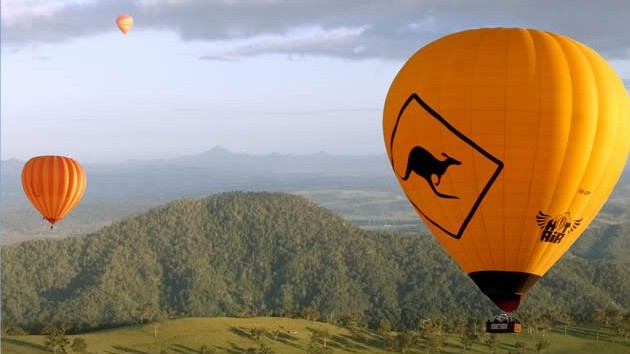 Hot air balloon rides Scenic Rim, Mt Tamborine. Just minutes from your accommodation.