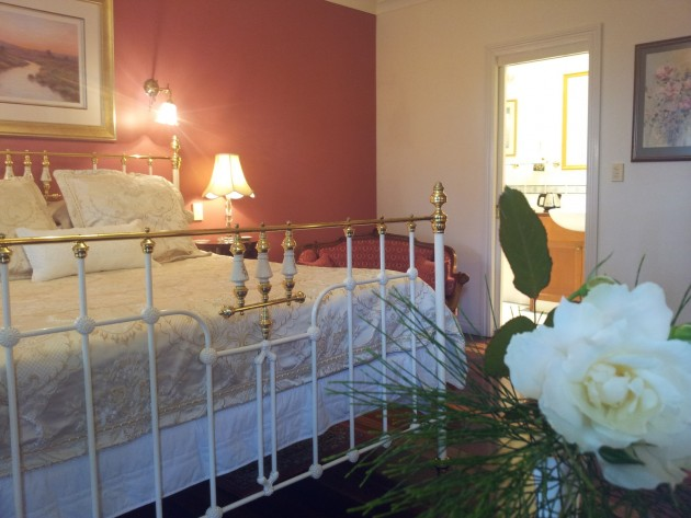 Country Rose Images to help you decide. Tamborine Mountain accommodation.